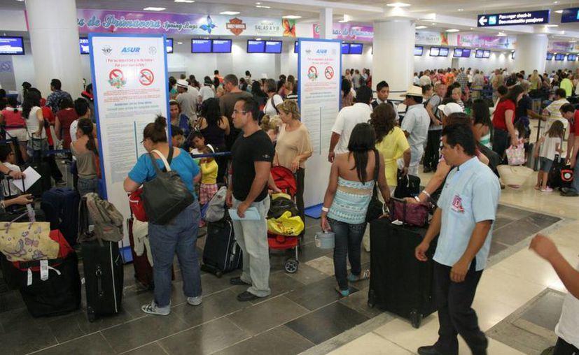 Excelente inicio de año tuvo el aeropuerto de Cancún, al incrementar el número de viajeros. (Tomás Álvarez/SIPSE)