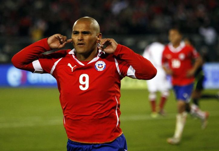 El chileno Humberto Suazo fue operado en México el 20 de enero de una lesión en el hombro izquierdo, su recuperación tardaría cuatro meses. (EFE/Archivo)