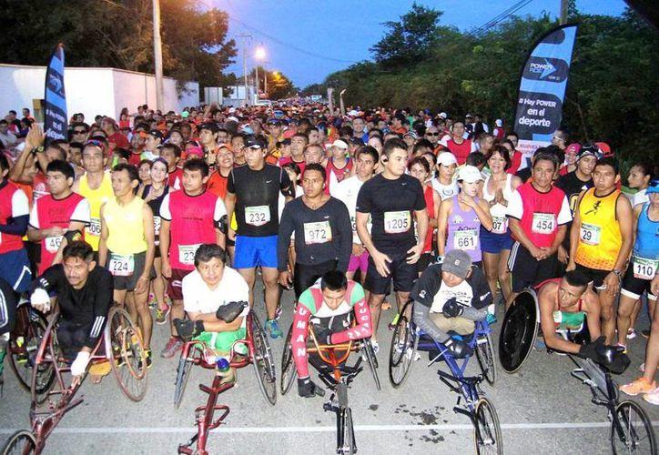 """Entre los numerosos participantes en la I Carrera de Escaramuzas estuvo Enrique Cerón, que hizo un tiempo de 48'06"""" y se agenció la categoría submaster."""