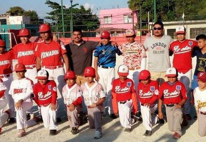 Encabezados por Raúl 'El Diablo' Rinza, Venados-Pingos presentó a sus equipos. (Ángel Villegas/SIPSE)