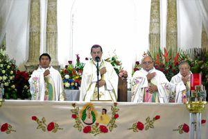 Católicos yucatecos visitan a la Guadalupana en su día