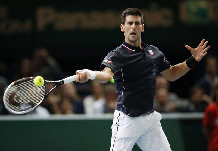 Djokovic derrotó al japonés Nishikori en poco más de una hora en la semifinal del Masters de París. (Foto: AP)
