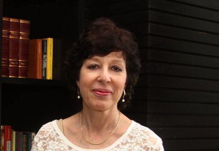 La escritora Judy Goldman presentó la edición 'El bailarín del sol y otros cuentos mayas'. (Milenio Novedades)