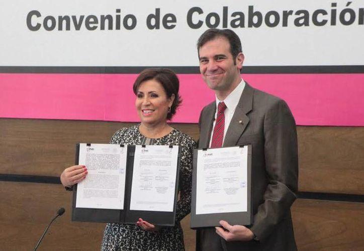Sedesol firmó con el INE un convenio de colaboración para proteger los programas sociales en la jornada electoral de 2015. (@SEDESOL_mx)