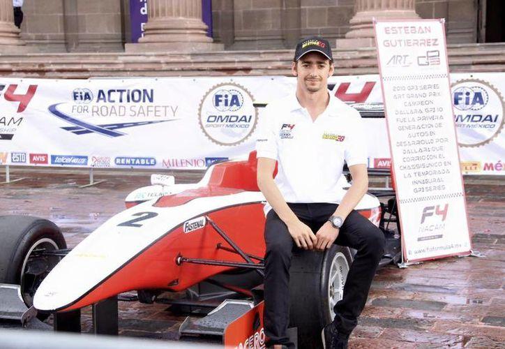 Este sábado, el piloto mexicano Esteban Gutiérrez estuvo en la presentación de la F4 en Monterrey, Nuevo León. (Facebook)