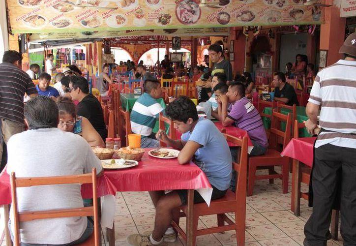 La suspensión de establecimientos incluyó restaurantes, bares y cantinas, por incumplir norma que rige la sanidad en espacios de venta de comida. (SIPSE)