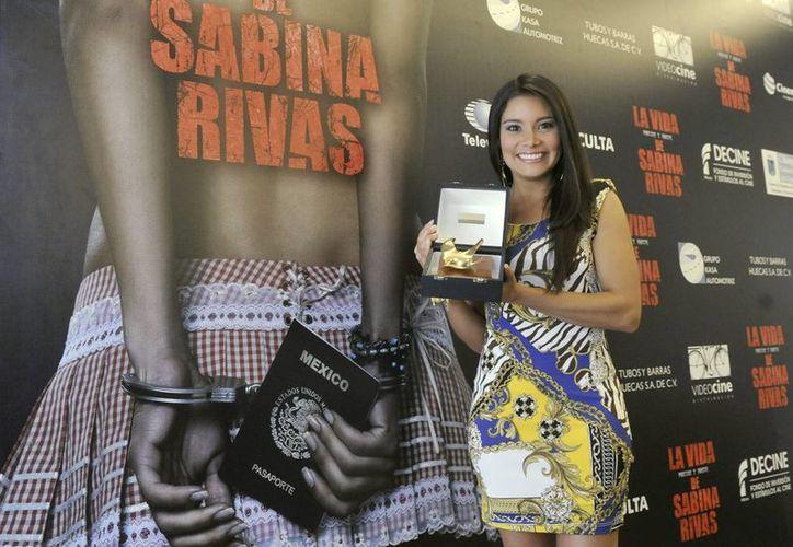 Greisy Mena, con el premio a la mejor actriz del jurado de la 57 Semana Internacional de Cine de Valladolid. (EFE)