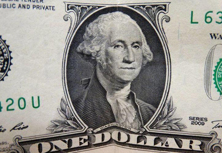 En casas de cambio ubicadas en el AICM el dólar presenta una cotización promedio de 21.75 pesos a la venta. (Archivo/SIPSE.com)