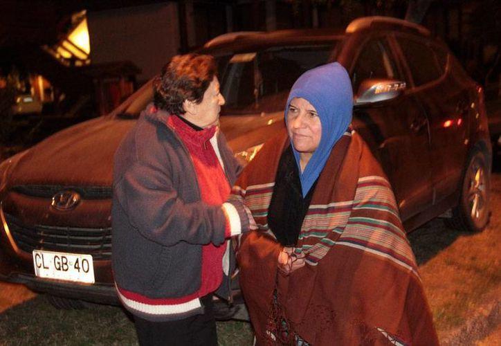 El Gobierno evacuó a más de 1,300 personas que viven cerca del volcán Villarrica, en Chile, que hizo erupción la madrugada de este martes. (AP)