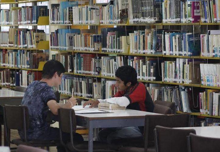Las bibliotecas buscan alternativas para fomentar el gusto por la lectura en los jóvenes. (Tomás Álvarez/SIPSE)