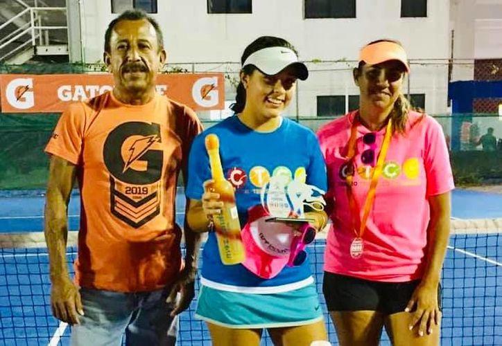 La entrega de premios se llevó a cabo en el Centro Tenístico de Cancún. (Raúl Caballero/SIPSE)