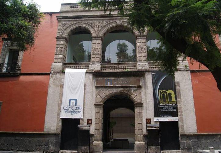 El edificio se localiza en la calle Leandro Valle 20, en lo que fuera una parte del antiguo Convento de Santo Domingo. (panoramio.com)