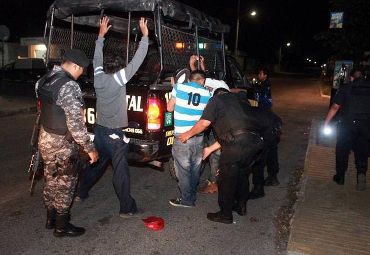 La Policía Municipal de Kanasín y de la Secretaría de Seguridad Pública realizaron un operativo que permitió el arresto de cuatro sospechosos. (SIPSE)