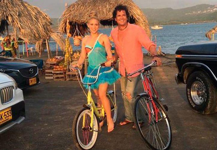 Shakira y Carlos Vives en la grabación  del video de la canción 'La Bicicleta', en Colombia. (Milenio Digital)