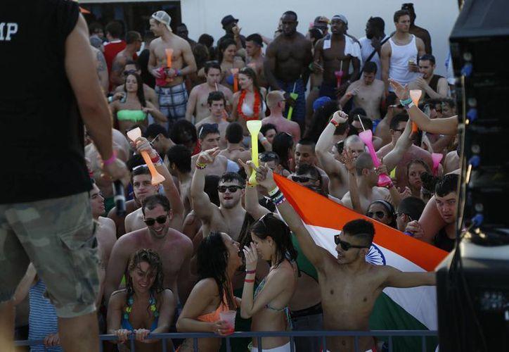 Agencias de viajes ofrecen paquetes al turismo juvenil. (Israel Leal/SIPSE)