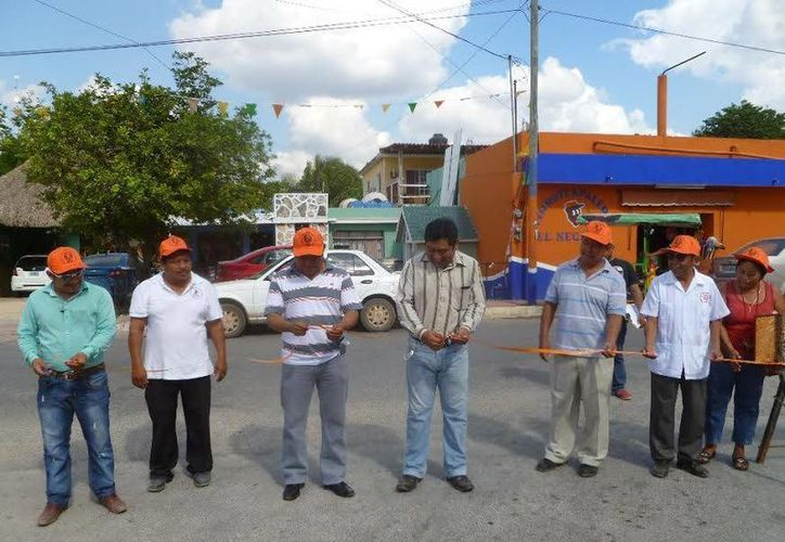 Las autoridades llevaron a cabo el corte del liston inaugural en Kantunilkín, (Raúl Balam/SIPSE)