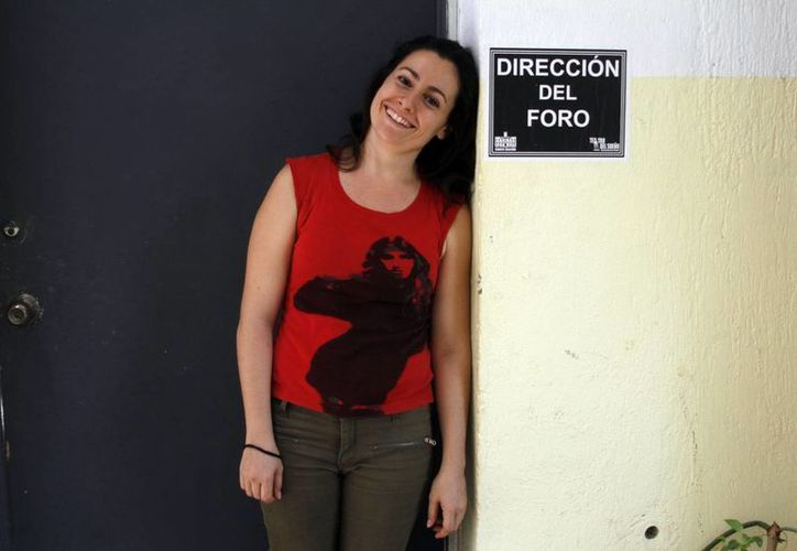 Imagen de la actriz madrileña Rebeka Ruiz Guerrero, quien se encuentra realizando el curso 'La acción en la palabra y poética del cuerpo', en Mérida. (Milenio Novedades)