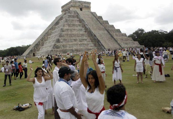 Por medio de un operativo de seguridad y otro de salud autoridades estatales y federales  garantizarán el 21 de marzo la seguridad de miles de turistas nacionales y extranjeros, atraídos por el descenso del dios Kukulcán.  (Milenio Novedades)