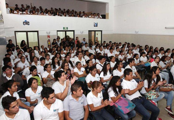 Estudiantes de la UMSA participaron en el programa 'Contraloría somos todos'. (SIPSE)