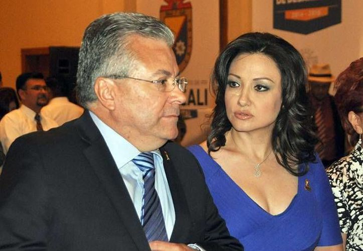 Sonia Carrillo, pareja del alcalde de Mexicali, se jubilará con 44 mil 465.53 pesos luego de 30 años de servicio público. (Excélsior)