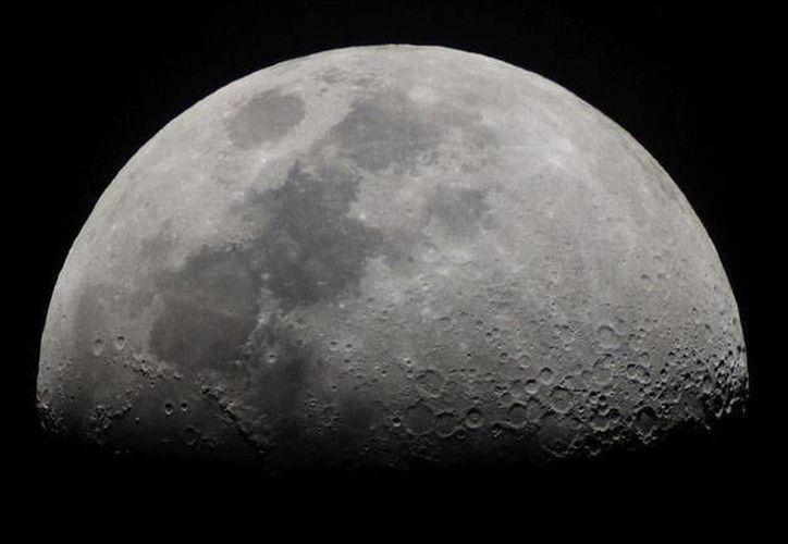 Una roca causó la explosión lunar equivalente a la que producirían 5 toneladas de TNT.  (unosantafe.com/Archivo)