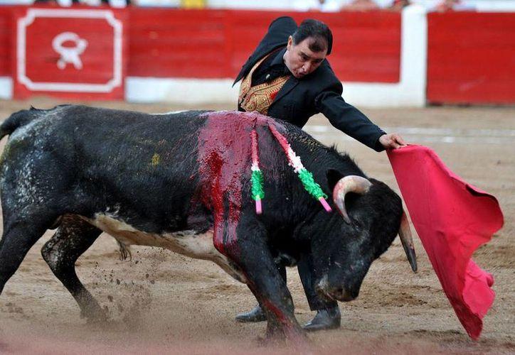 Eloy Cavazos, de 67 años, cumplió 50 años de haber tomado la alternativa como torero. (periodicoabc.com)