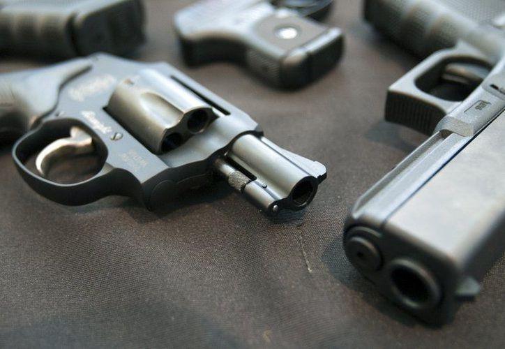 El monto desembolsado para recompensar a las personas que han entregado pistolas y rifles llega a más de 15,000 dólares. (Agencias)