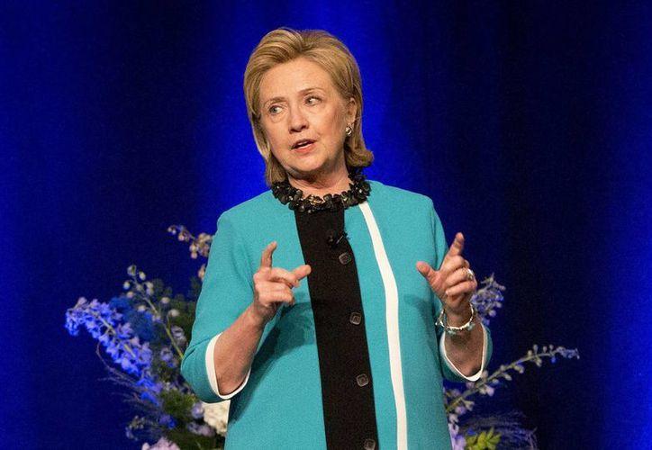 Las ventas iniciales de 'Hard Choices', de Hillary Clinton, quedaron muy por debajo de las logradas por 'Living History'. (Foto: AP)