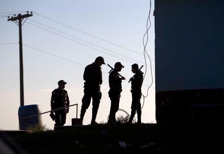Este domingo murieron seis reos en una cárcel de Guatemala en un motín en el que hubo pandilleros implicados. El sistema penitenciario de Guatemala tiene bajo su responsabilidad 22 cárceles en las que trabajan 4,000 guardias que vigilan a más de 19,000 reclusos. (EFE/Archivo)
