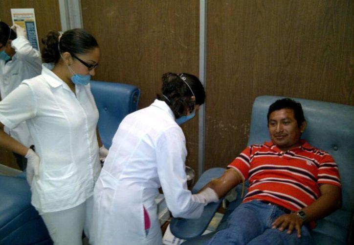En Yucatán se captan al año 38 mil unidades de sangre entre el CETS, IMSS, Issste, HRAE y cinco bancos de sangre privados. (Archivo/ SIPSE)