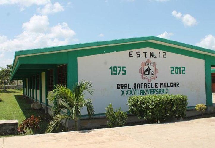 Los jóvenes y profesores comenzaron los cursos en la secundaria, Rafael E. Melgar. (Edgardo Rodríguez/SIPSE)