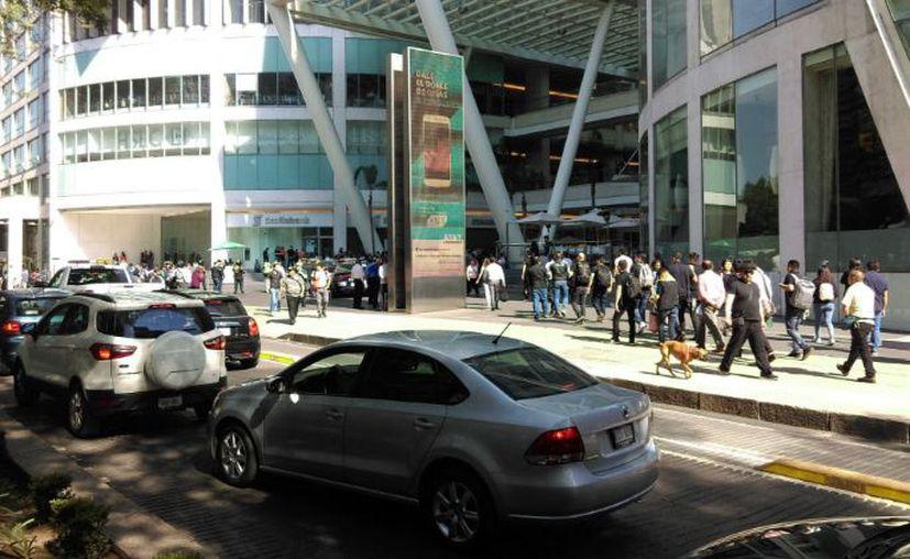 Una persona habría resultado lesionada en una balacera reportada este lunes en el centro comercial Reforma 222. (Foto: Twitter)