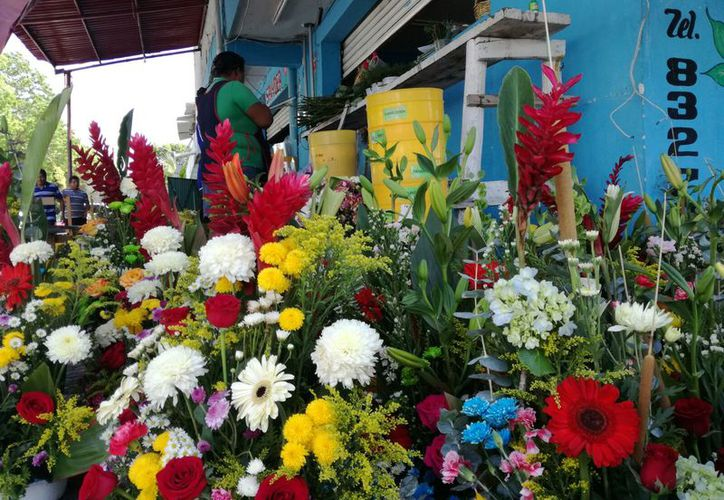 Florerías aumentaron los precios de sus arreglos florales debido al incremento del 50% del producto en la Ciudad de México. (Ángel Castilla/SIPSE)