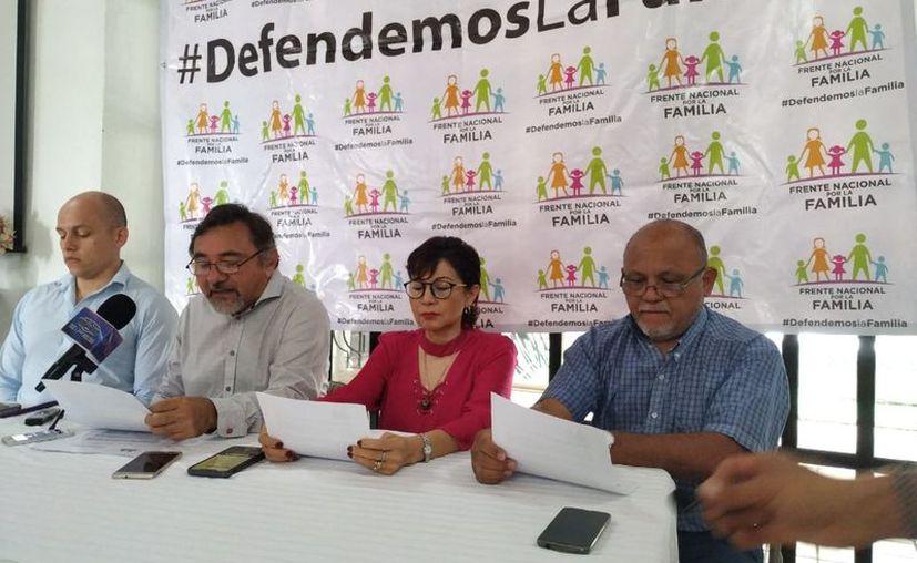 El Frente Nacional por la Familia realizó una conferencia de prensa este martes. (Candelario Robles)