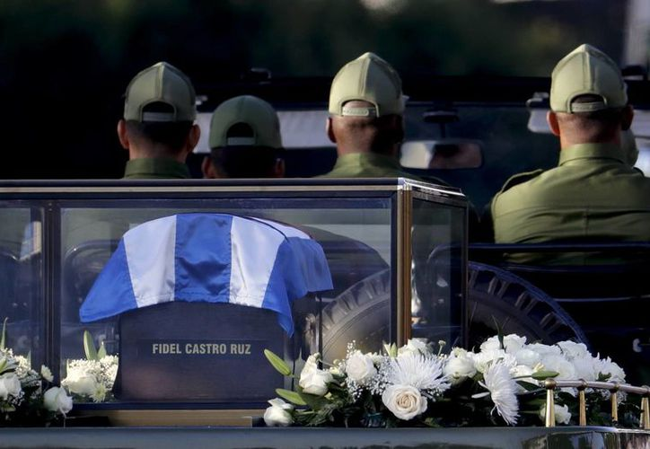 Las cenizas de Fidel Castro serán enterradas el domingo en el histórico cementerio de Santa Ifigenia. (AP/Natacha Pisarenko)