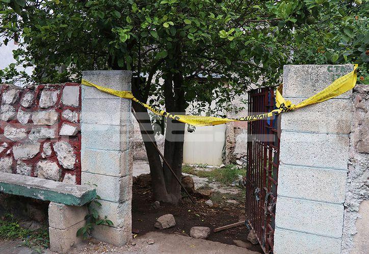 El cuerpo fue hallado por una de las vecinas en este domicilio. (Aldo Pallota/SIPSE)