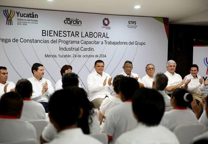 El gobernador, Rolando Zapata Bello, en la entrega de reconocimientos. (Milenio Novedades)