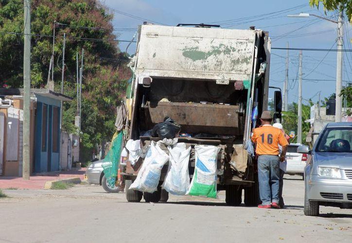 Estancamiento de 350 toneladas de basura, por un día de paro de labores de personal de recolecta, afecta a chetumaleños. (Francisco Sansores/SIPSE)