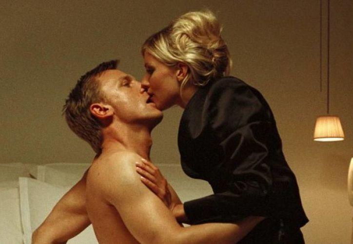 El reportero Dan Evans descubrió y dio a conocer el <i>affaire </i>que existía entre Sienna Miller (derecha) con Daniel Craig (izquierda). (Internet)