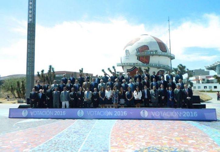 La foto oficial luego de las votaciones para Investidura 2016 del Salón de la Fama del Futbol mexicano. (Facebook: Pachuca)