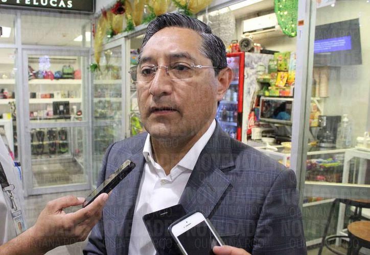 Juan Melquiades Vergara Fernández fue entrevistado en el aeropuerto de la capital del estado. (Joel Zamora/SIPSE)