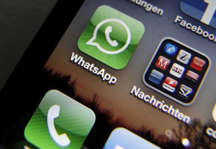 Whatsapp cobra a sus usuarios un dólar por los primeros 12 meses de servicio. (businessinsider.com)