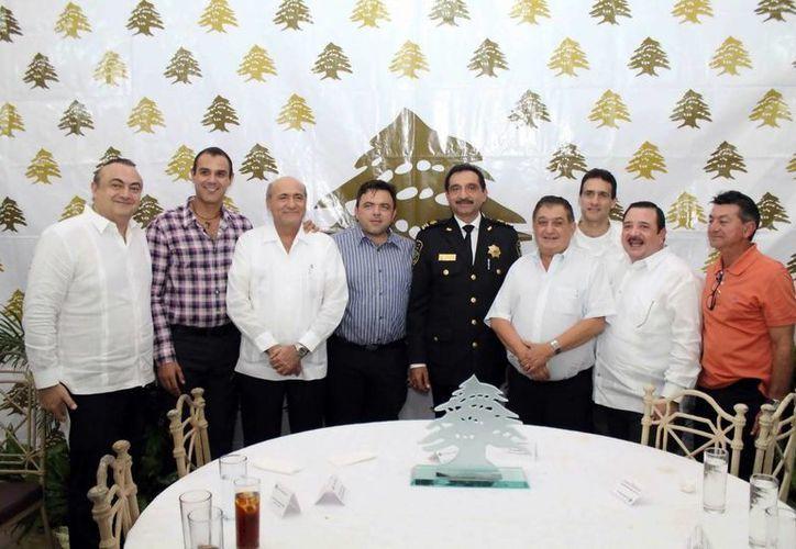 Miembros del Club Libanés, ayer con el Secretario de Seguridad Públlca. (Milenio Novedades)