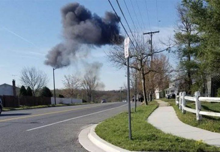El avión cayó  varias millas al sur de la National Harbor en Maryland. (Twitter/@Daily Express)