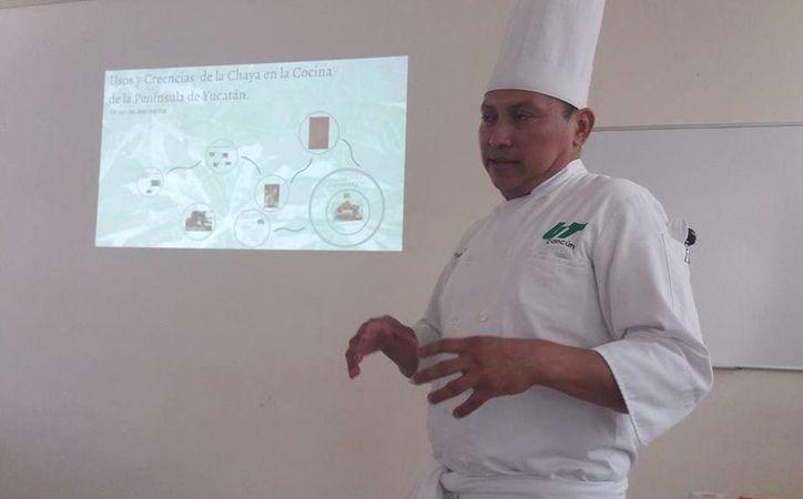 El chef  Javier Pool impartió las pláticas en el Museo Maya. (Foto: Redacción)