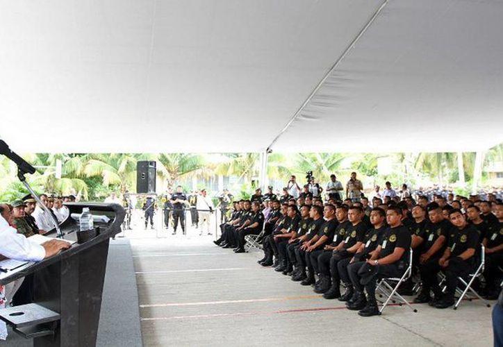 Ayer el Gobernador puso en marcha el Programa de Capacitación Especializada Subsemun, en el que participan 1,716 elementos policíacos de la SSP y de Tekax, Progreso y Mérida. (Cortesía)