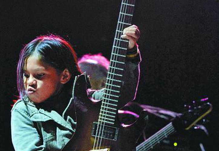 El pequeño Caínn acepta que quiere ser un rockero famoso. (Milenio)