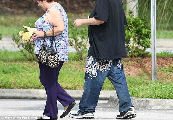 Teresa, de 67 años, estuvo acompañada por Nick, de 38 años. (Daily Mail)