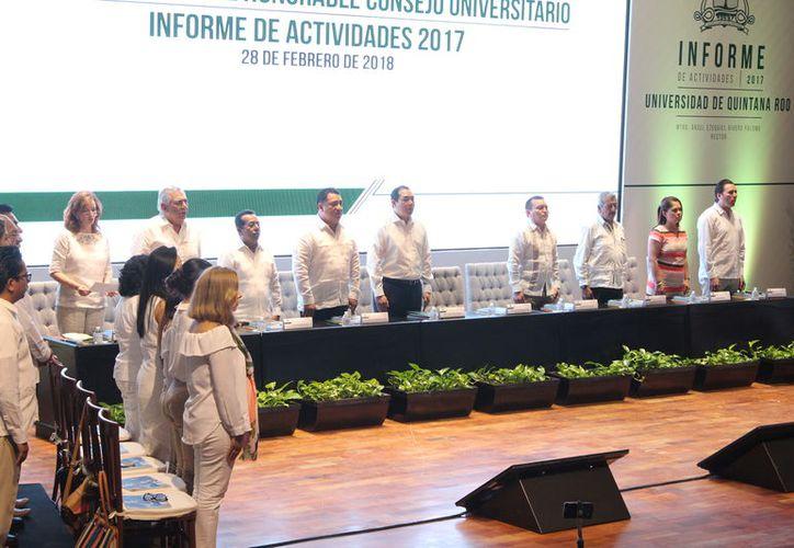 La ceremonia se realizó ante los integrantes del Honorable Consejo Universitario, alumnos y sociedad. (Joel Zamora/SIPSE)