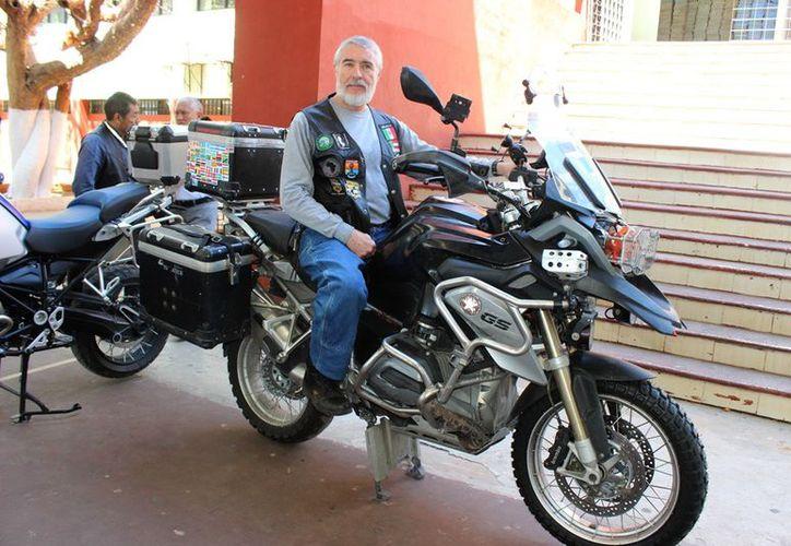 El yucateco, Víctor Rico Cusi se ha convertido en el único mexicano en recorrer el mundo en motocicleta. (SIPSE)